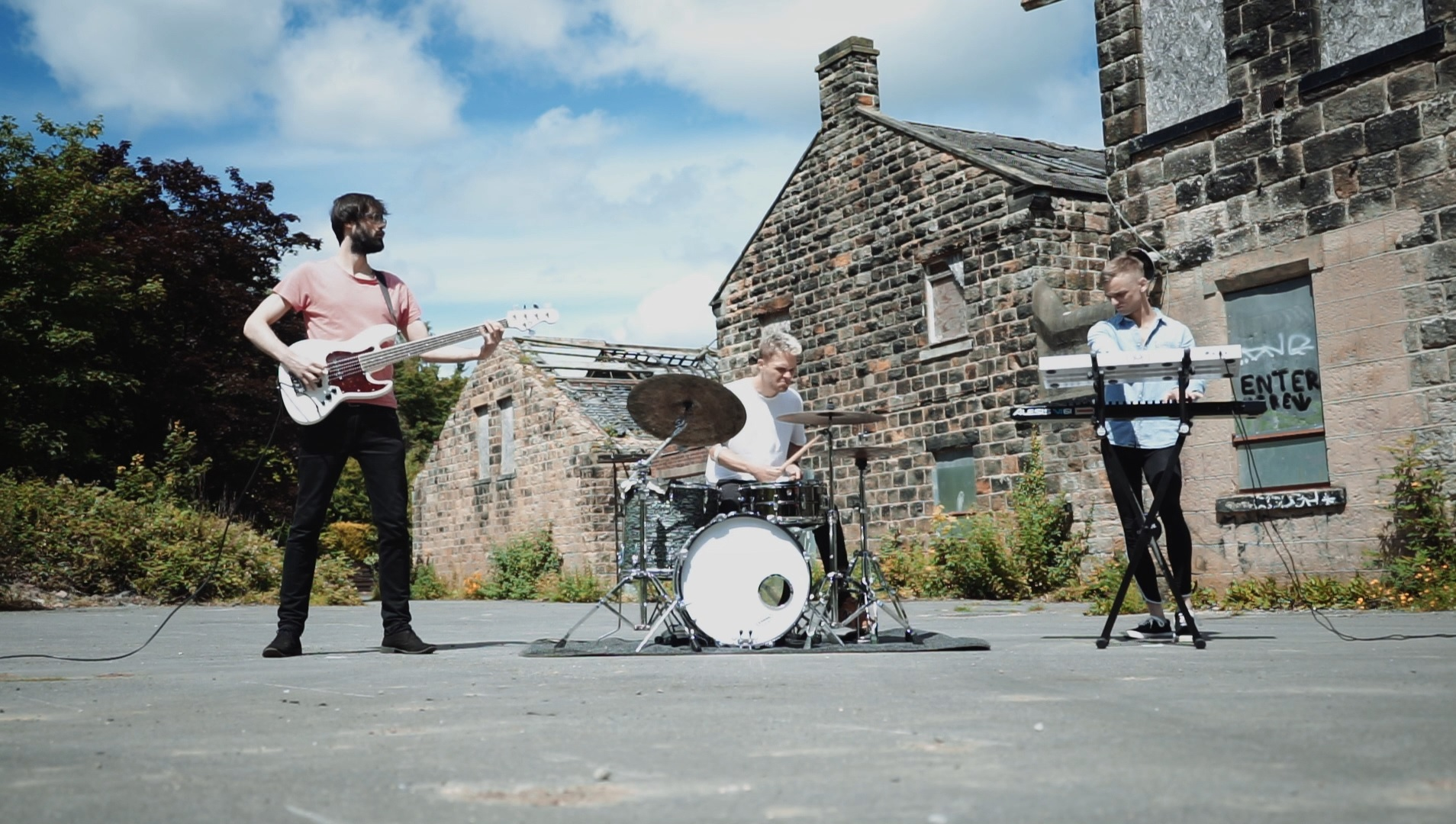 """Voronoi Kick It Through Space With Their New Video for """"The Outsider"""""""